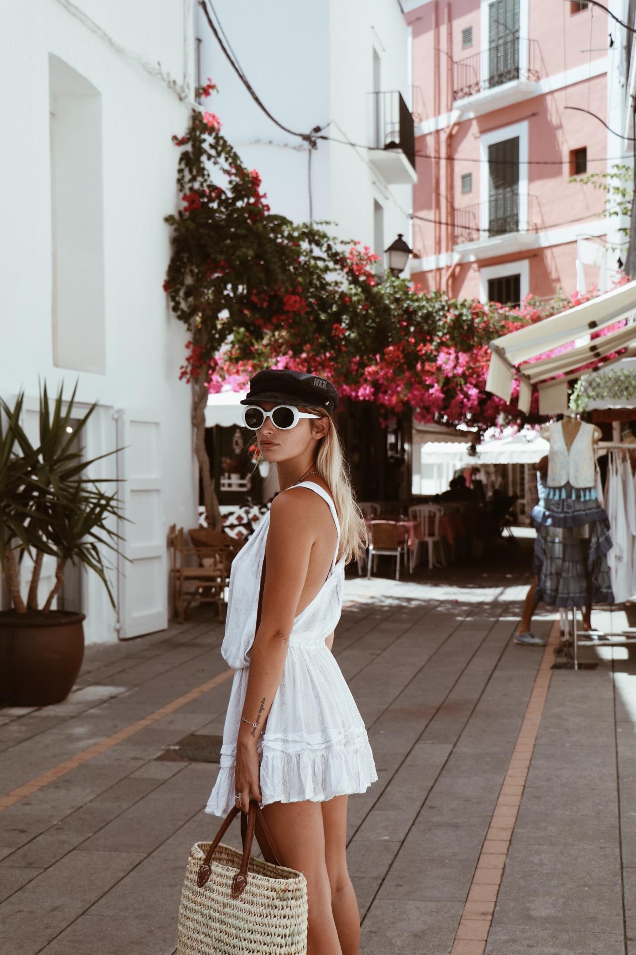 Manon Laime Nude Photos 24